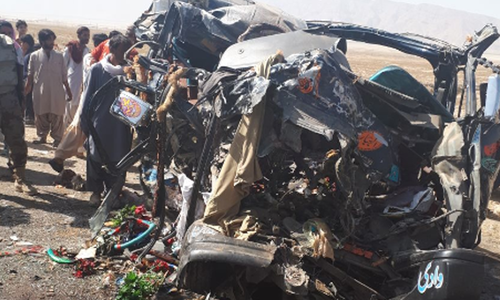 14 killed as wagon collides with bus in Balochistan's Mastung