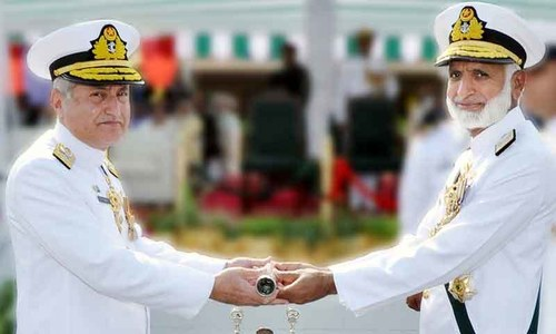Admiral Zafar Mahmood Abbasi (left) taking over the command of Pakistan Navy from Admiral Muhammad Zakaullah. Photo: Pakistan Navy