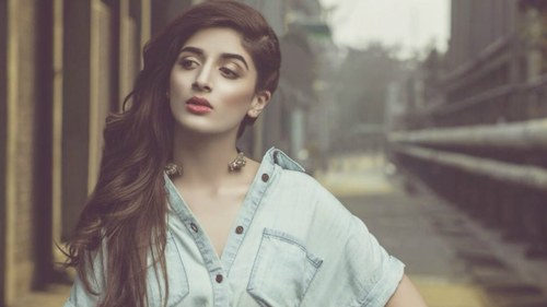 Mawra Hocane just signed Hum TV's latest pre-partition period drama