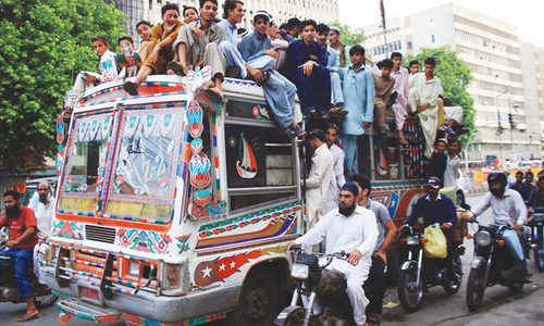 Minibus driver, conductor beat passenger to death in Karachi