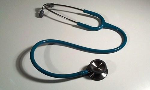 مریضوں کی جان سے کھیلنے والا 'میٹرک پاس ڈاکٹر'