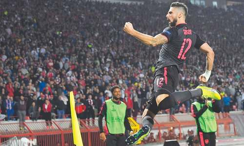 Giroud lifts Arsenal, Lyon  beat Everton