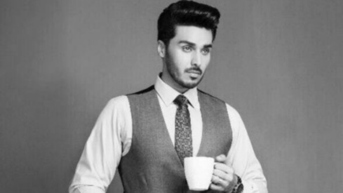 Ahsan Khan joins Mawra Hocane to star in period drama Aangan