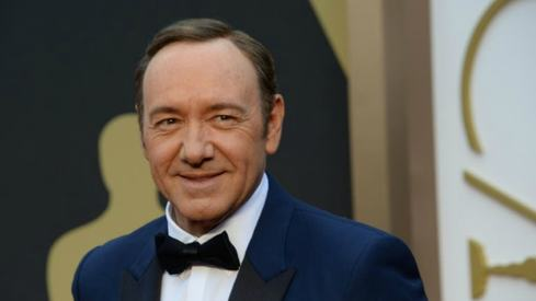 Kevin Spacey apologises and comes out as gay after sexual advance claim