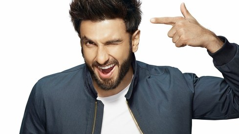 It's a crazy world: Ranveer Singh reacts to THAT Mahira-Ranbir photo