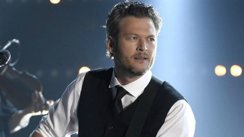Blake Shelton is People Magazine's Sexiest Man Alive 2017
