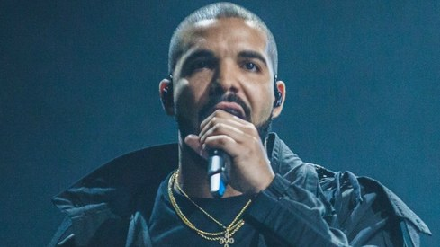 """Drake paused his concert to tell a fan to """"stop touching girls"""""""