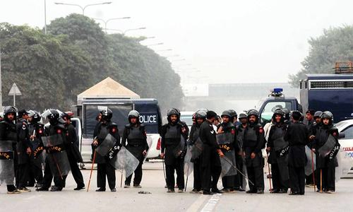 Govt makes last-ditch appeal to Islamabad protesters; hospitals placed on high alert