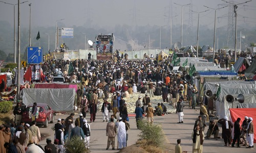 Operation against Faizabad protesters deferred by 24 hours