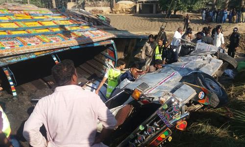 20 dead as passenger van rams into coal truck in Khairpur