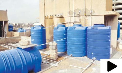 گھر کی چھت پر موجود ٹینکی میں پانی کی پیمائش کے لئے آلہ تیار