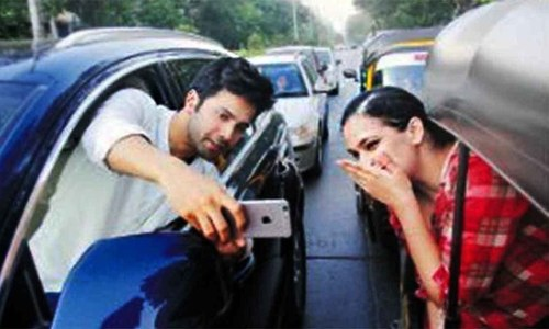 Varun Dhawan gets in trouble with Mumbai police after taking selfie
