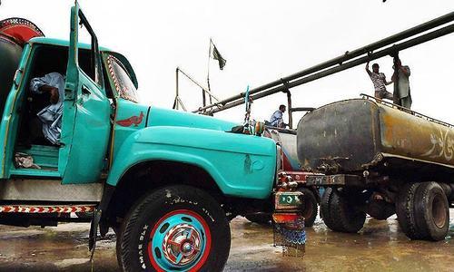 'Rid Karachiites of water tankers': SC says as CM Murad, Kamal appear in unsafe water case