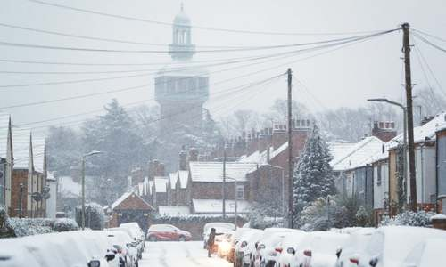 Snow shuts runways, disrupts flights across UK