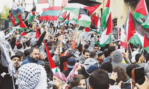 دنیا بھر میں ٹرمپ کے خلاف احتجاجی مظاہرے 'پرتشدد' رخ اختیار کرنے لگے
