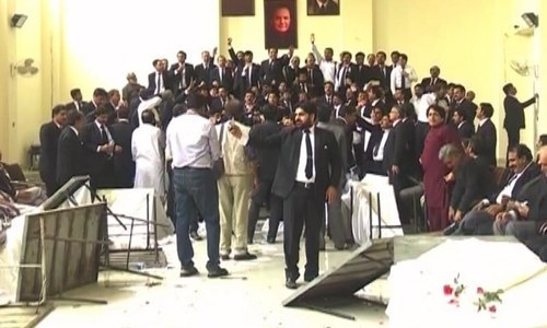 Protesting lawyers storm new judicial complex in Multan, vandalise building