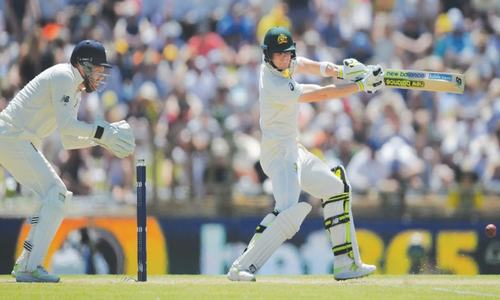 Smith, Marsh pulverise England as Australia build big lead