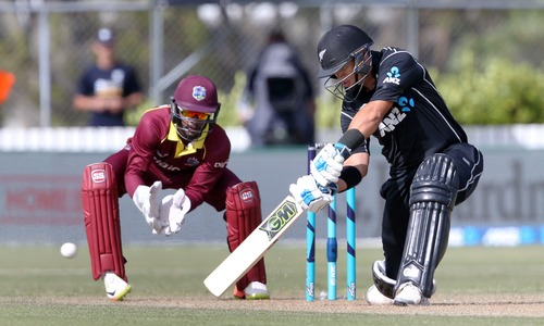 Gayle fails to fire as Kiwis cruise to 5-wicket victory