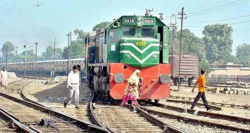 Karachi Circular Railway faces derailment — again