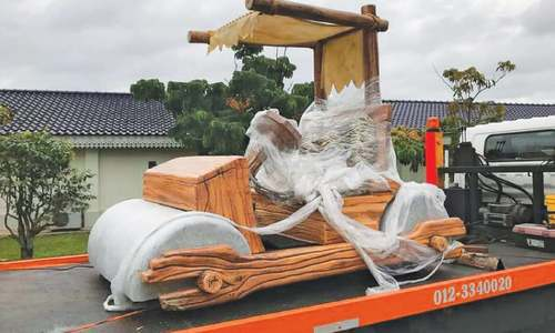 Malaysian sultan gets Flintstones car