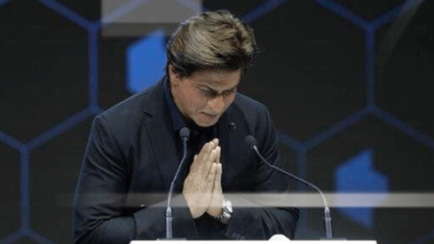 "Shah Rukh Khan accepts Crystal Award, thanks his wife, daughter and sister for ""bringing him up well"""