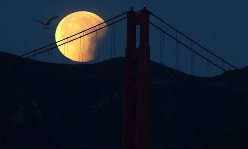 Lunar showstopper: 'Super blue blood moon' awes and wows