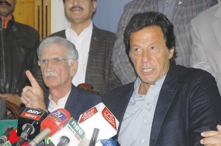 Imran backs KP police after CJ's criticism