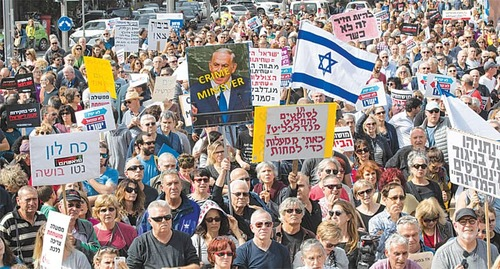 Thousands in anti-graft demo after Netanyahu indictment call