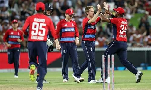 سہ ملکی سیریز: انگلینڈ فتح کے باوجود فائنل کی دوڑ سے باہر
