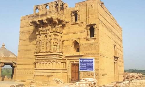 15th century Jam Nindo tomb at Makli crumbling