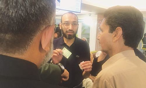 Nadra chief visits different centres in disguise