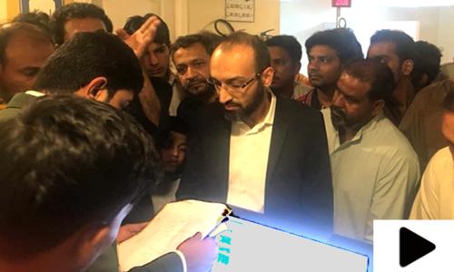 کراچی: چیئرمین نادرا کے شناختی کارڈ مراکز پر مزید چھاپے