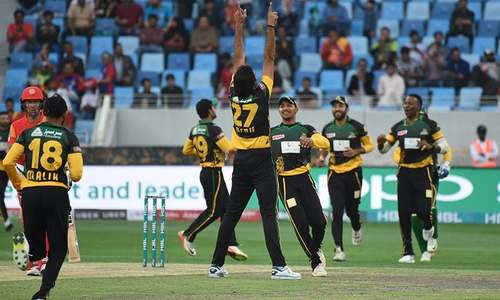 LIVE: Islamabad United back in control following mid-innings dip