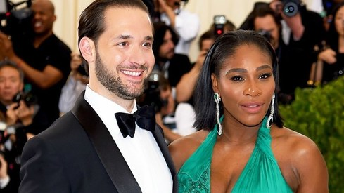 Husband Alexis Ohanian surprises Serena Williams with four billboards telling her she's great
