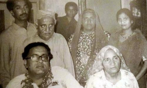والد مہمند سچل، والدہ میہی بائی، بہن ماروی، اور بھائی سلطان کے ہمراہ