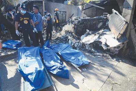 10 dead as plane slams into house near Manila