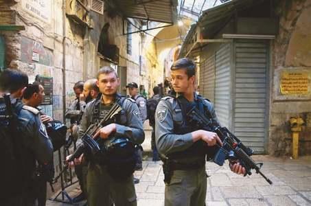 Palestinian shot dead after stabbing Israeli guard in Jerusalem