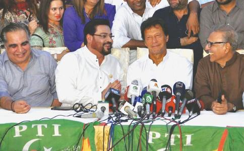 'Corrupt politicians' destroyed Karachi, says PTI chief