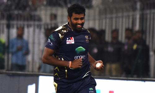 Catches win matches: Perera's twin grabs have Quetta on top