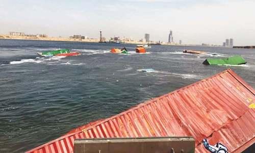 Efforts to retrieve sunken containers begin at Karachi port
