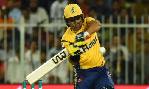 Kamran Akmal in the mood again, leads Peshawar's charge against Karachi