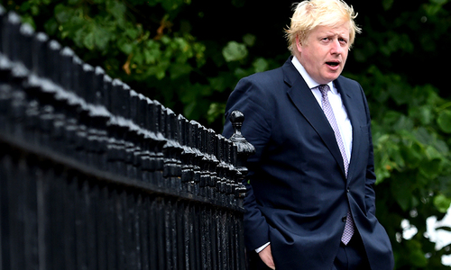 Kremlin calls Boris Johnson likening Vladimir Putin to Hitler 'disgusting'