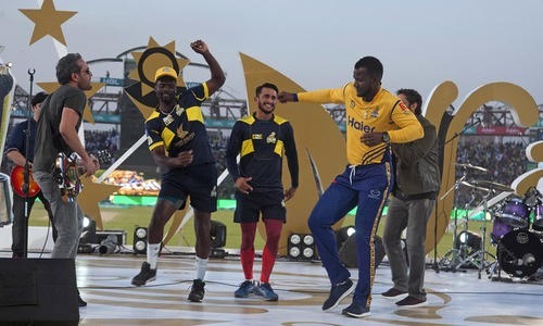 Resilient Karachiites brave scorching heat, security checks to welcome PSL