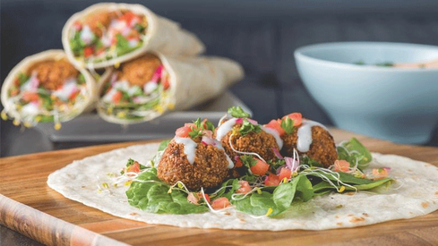 Looking for a low-calorie recipe? Try making these crunchy falafels at home