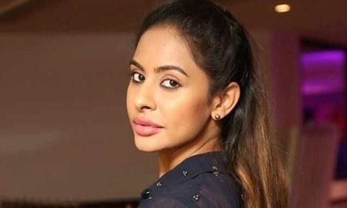 جنسی تعلقات کا مطالبہ: برہنہ احتجاج کرنے والی اداکارہ گرفتار