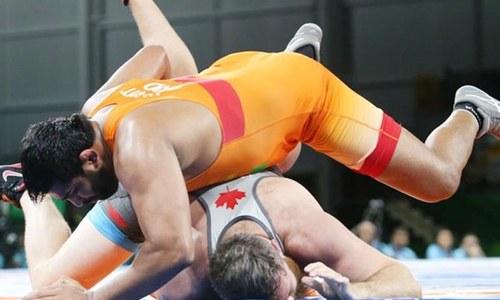 Indian wrestler bites Canadian opponent, cracks a 'tandoori chicken' joke