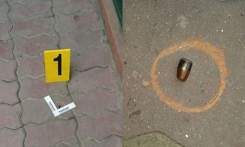 جائے وقوع سے برآمد کی گئی گولیاں — فوٹو، رانا بلال