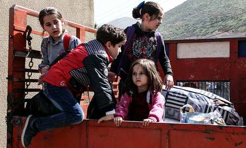 500 Syrian refugees begin returning home from Lebanon