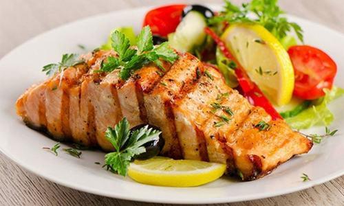 مچھلی کھائیں اور دل کو صحت مند بنائیں