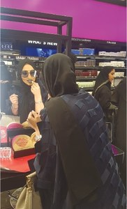 Saudi women spend big on make-up, even if it's just a glimpse